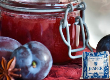 Plum jam with cane sugar